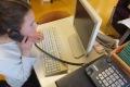 16_Telefon-und-Tastatur-nehmen-die-Anspannung
