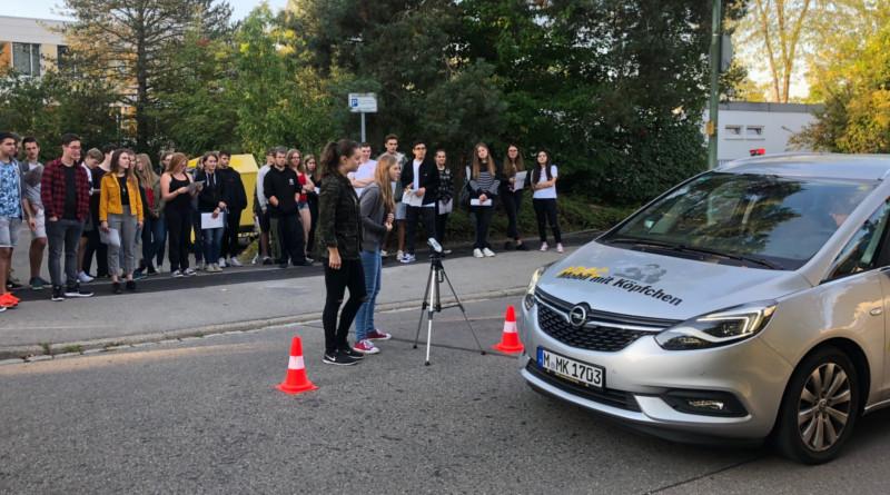 """""""Fahrerbier und Kavalierstart"""" – Verkehrserziehungstag für die Q12"""