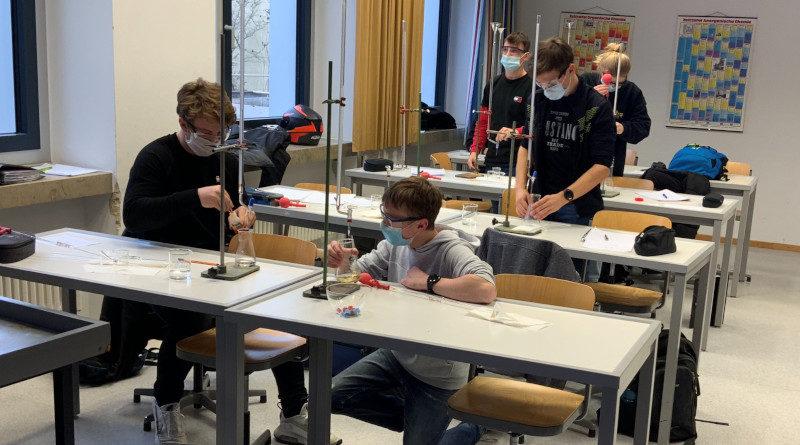Das Biologisch-chemische Praktikum – Experimente pur!